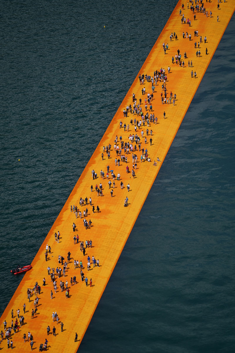 CHRISTO AND JEANNE-CLAUDE FLOATING PIERS LAKE ISEO ITALY (7)