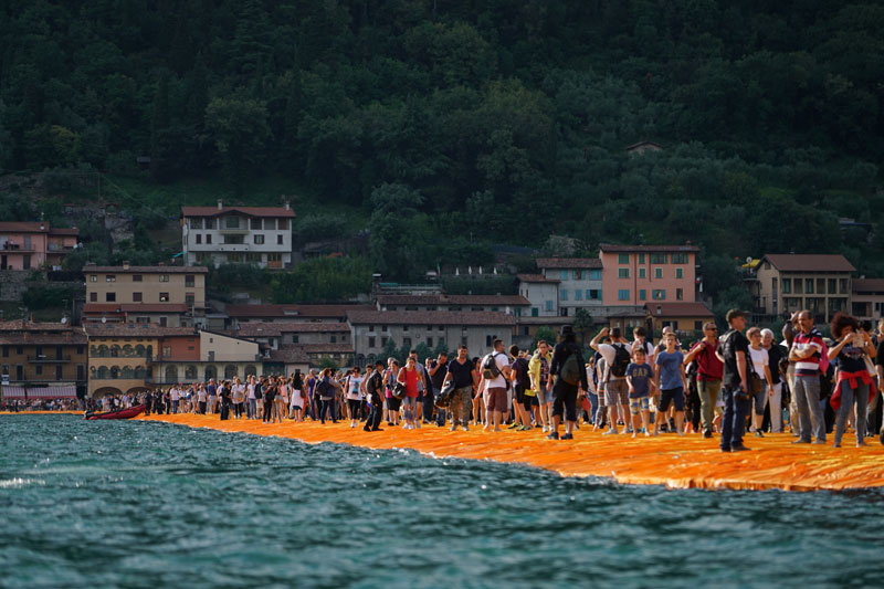 CHRISTO AND JEANNE-CLAUDE FLOATING PIERS LAKE ISEO ITALY (8)