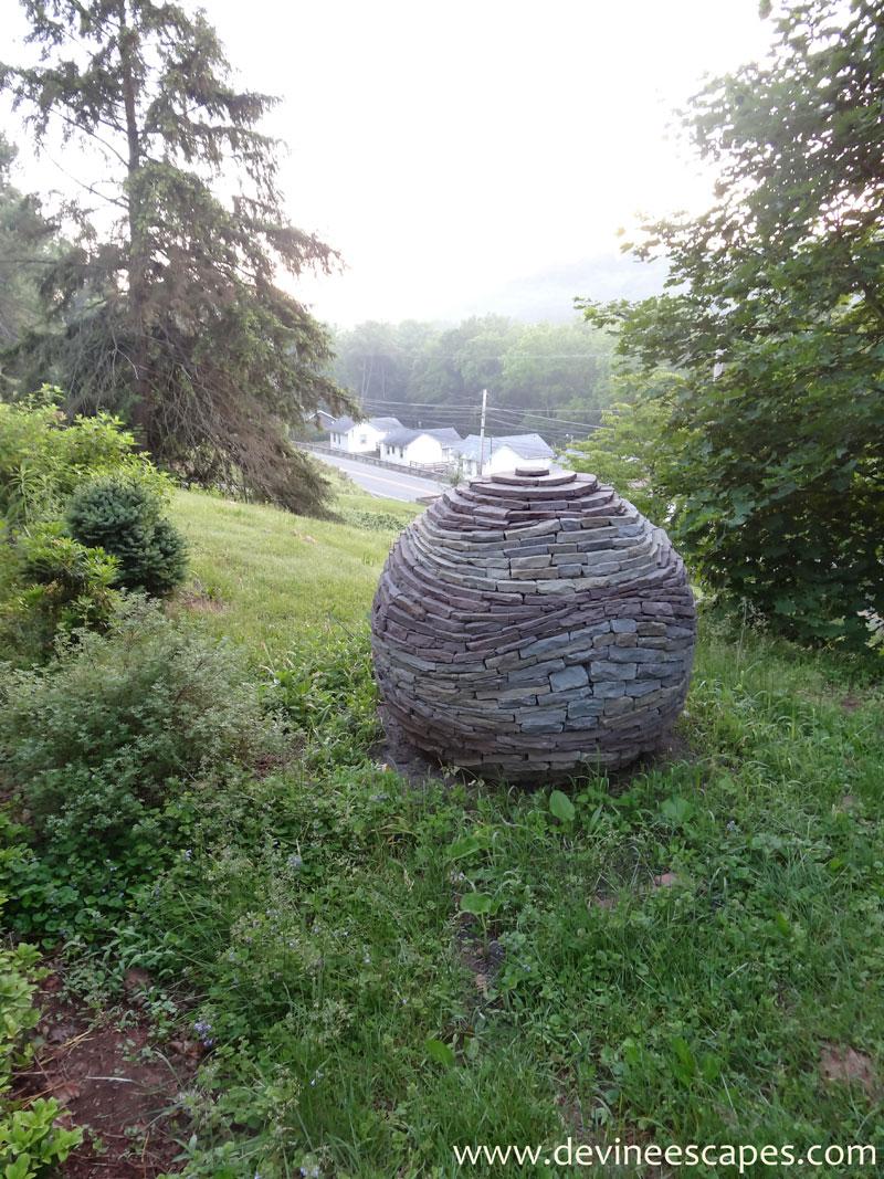 dry-stone-garden-spheres-by-devin-devine-(11)