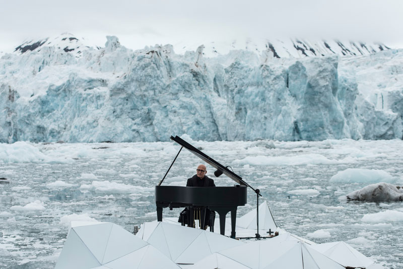 Musician Plays Piano in the Middle of the Arctic as Calving Glaciers Crash Behind Him (1)