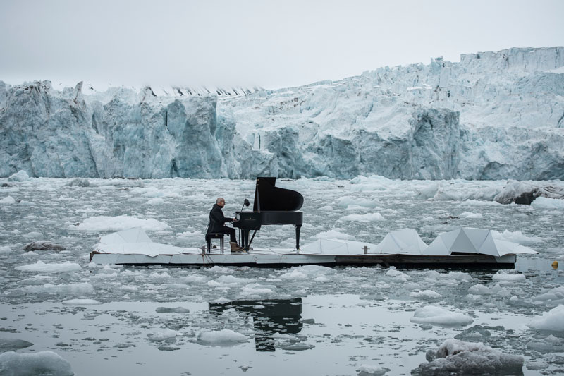 Musician Plays Piano in the Middle of the Arctic as Calving Glaciers Crash Behind Him (2)
