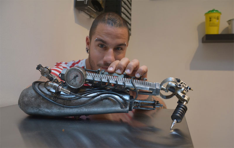 Tattoo Artist Turns Prosthetic Arm Into Badass Tattoo Machine (3)
