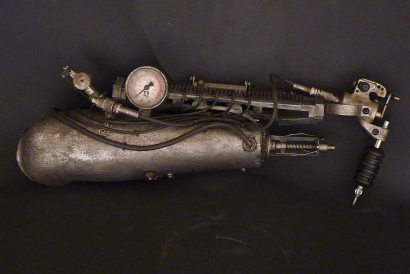 Tattoo Artist Turns Prosthetic Arm Into Badass Tattoo Machine (6)