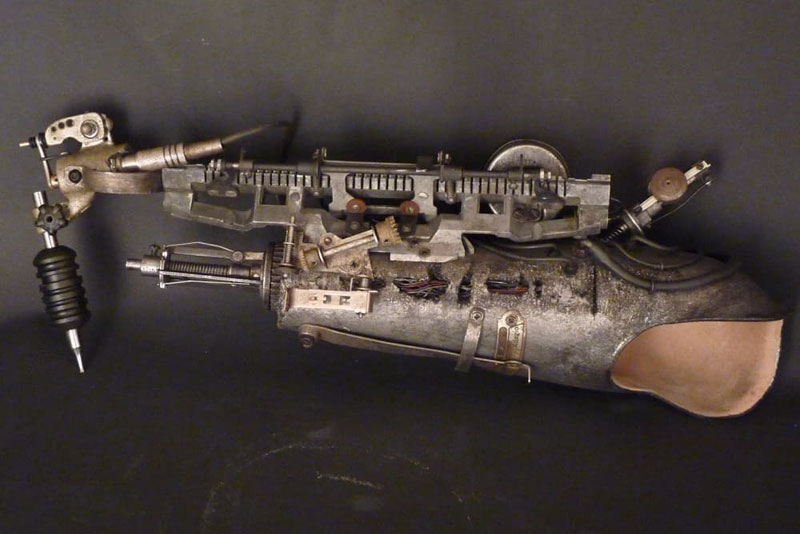 Tattoo Artist Turns Prosthetic Arm Into Badass Tattoo Machine (8)