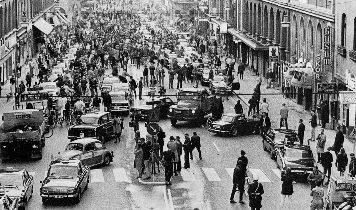 Picture of the Day: The Day Sweden Switched to the Other Side of the Road