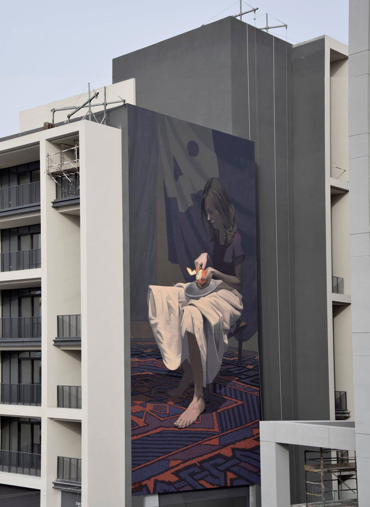ETAM-Girl-with-the-orange-Dubai,-UAE-2016