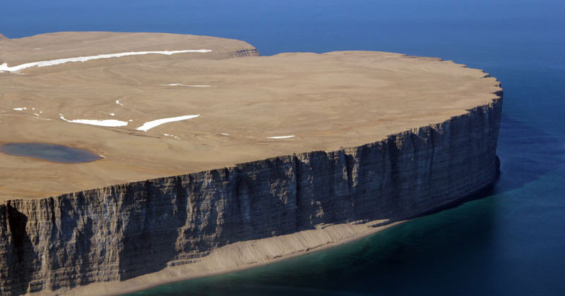 This Arctic Island Sanctuary is Ringed by Cliffs and Home to 400,000 Breeding Birds