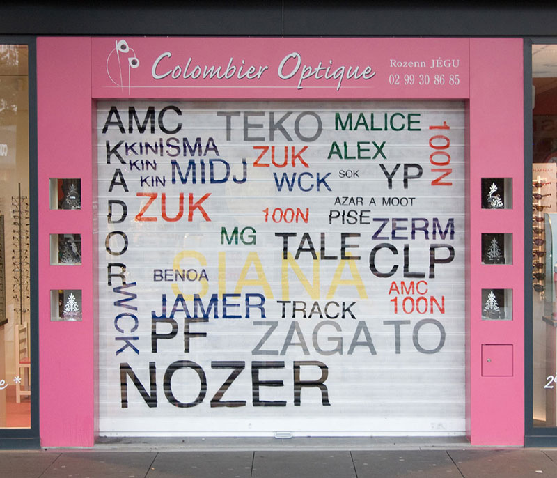 Street Artist Mathieu Tremblin Makes Graffiti Legible By Rewriting Them in Plain Text (1)