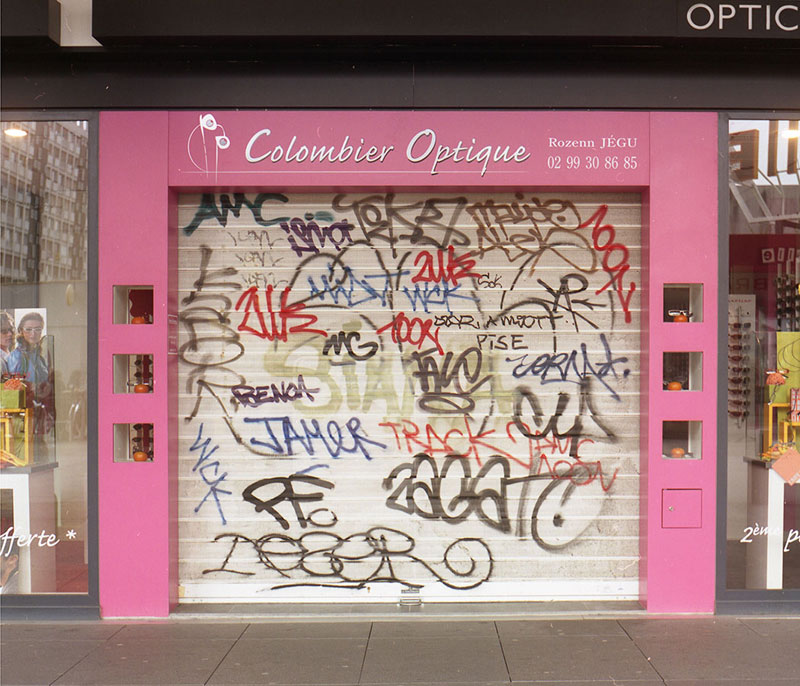 Street Artist Mathieu Tremblin Makes Graffiti Legible By Rewriting Them in Plain Text (2)