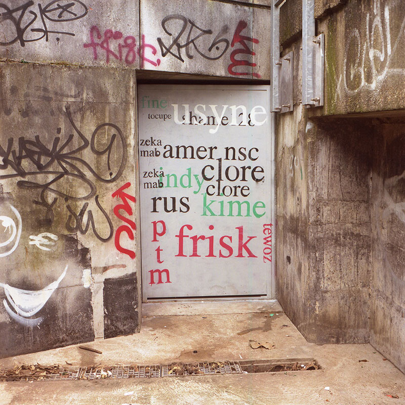 Street Artist Mathieu Tremblin Makes Graffiti Legible By Rewriting Them in Plain Text (3)