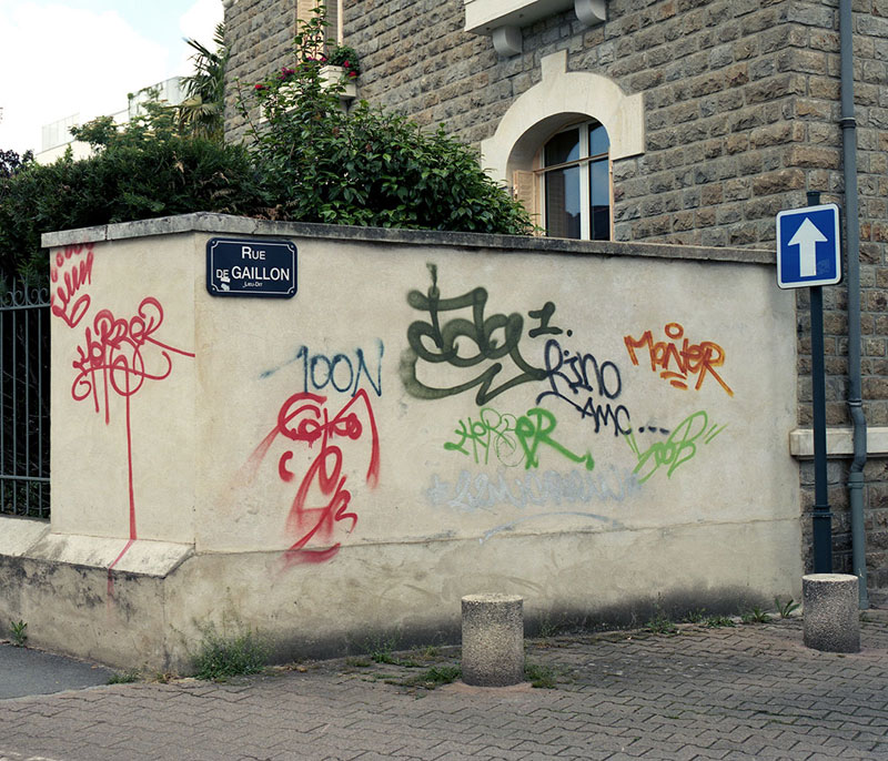 Street Artist Mathieu Tremblin Makes Graffiti Legible By Rewriting Them in Plain Text (8)