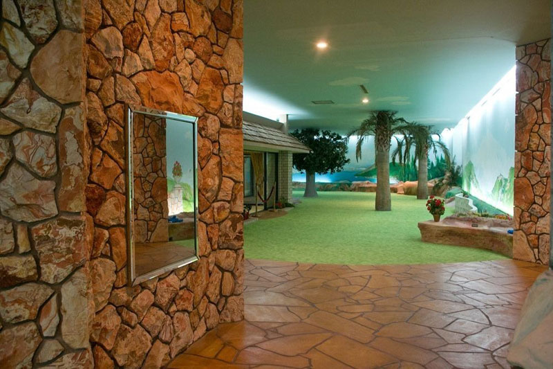 5000 Sq Ft Cold War Bunker Underneath suburban house in Las Vegas (13)