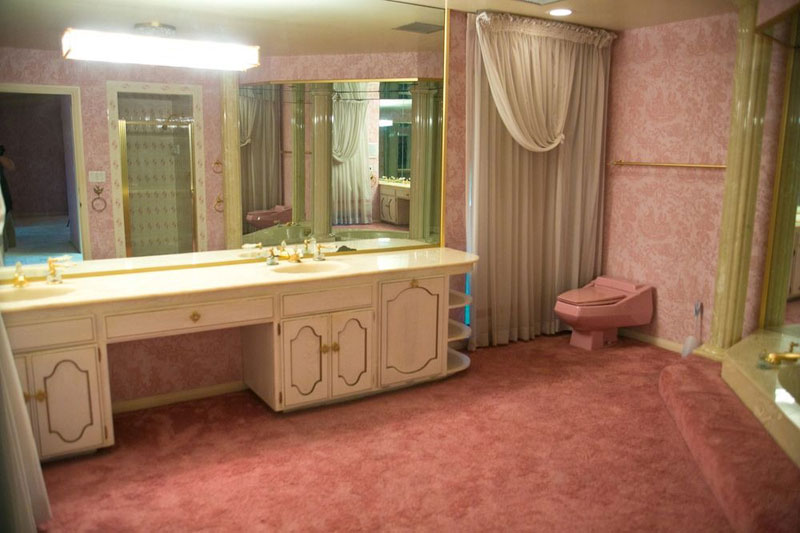 5000 Sq Ft Cold War Bunker Underneath suburban house in Las Vegas (8)