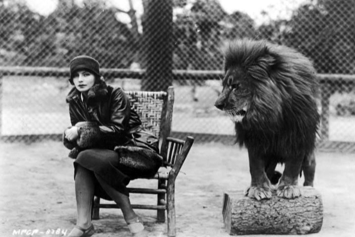 Greta_Garbo_Leo_the_lion