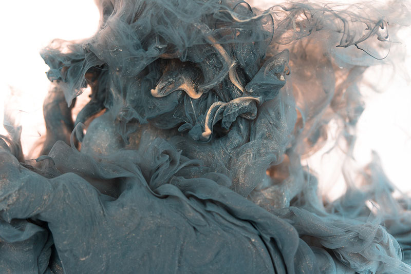 high-speed photos of ink dropped into water by alberto seveso (8)