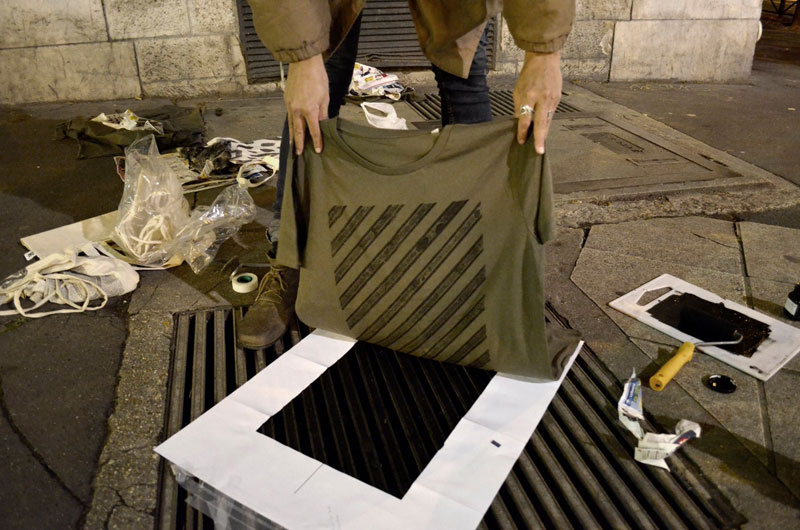 Raubdruckerin Guerilla Printing Manhole Covers Onto Shirts and Bags (10)