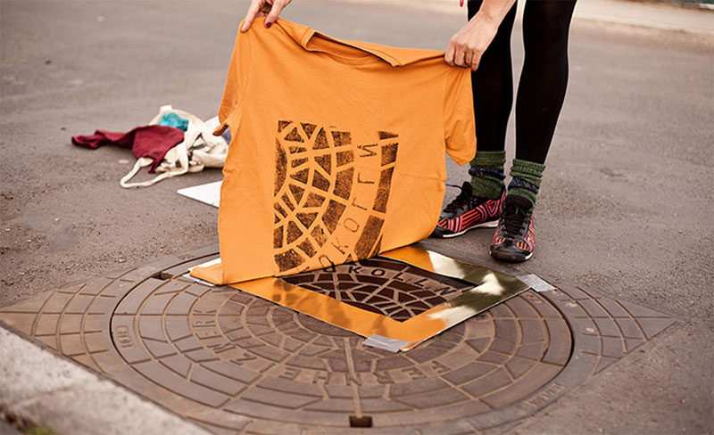 Raubdruckerin Guerilla Printing Manhole Covers Onto Shirts and Bags (13)