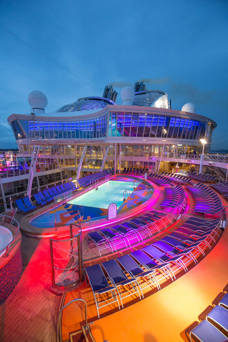 Onboard the World's Largest Passenger Ship (25 Photos ...