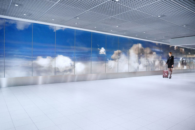 beyond by daan roosegaarde schiphol airport netherlands 10 Artist Unveils Worlds Largest Lenticular Print at Schiphol Airport