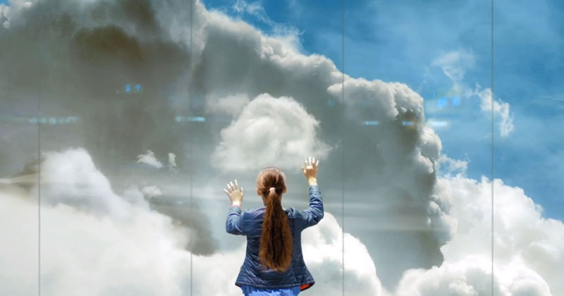 Artist Unveils World's Largest Lenticular Print at Schiphol Airport