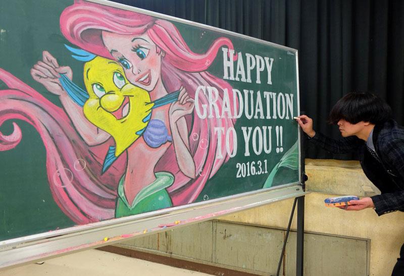 dibujos de la pizarra por Hamasaki Hirotaka 1 Maestro Delights Los estudiantes con una increíble Pizarra Dibujos