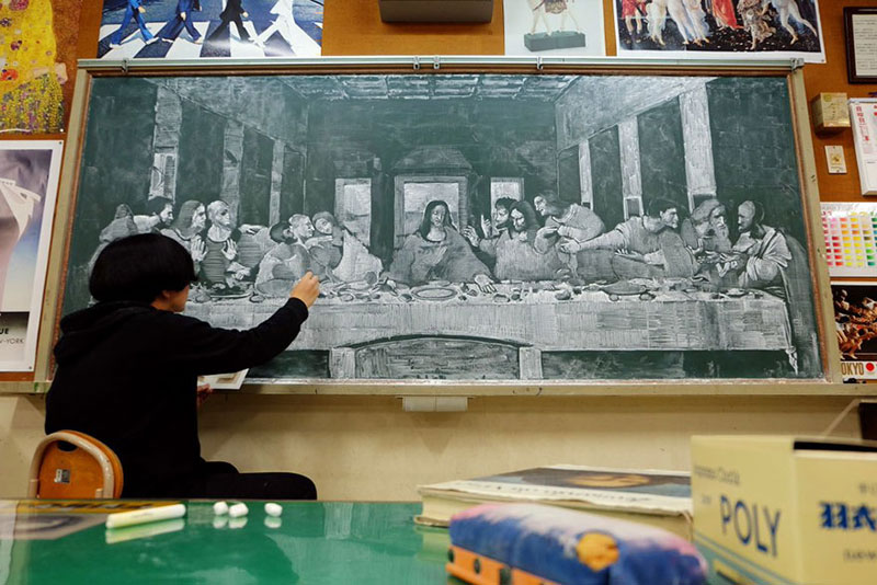 chalkboard drawings by hirotaka hamasaki 3 Teacher Delights Students With Incredible Chalkboard Drawings