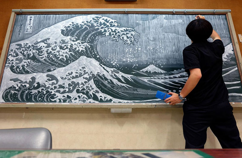 chalkboard drawings by hirotaka hamasaki 4 Teacher Delights Students With Incredible Chalkboard Drawings