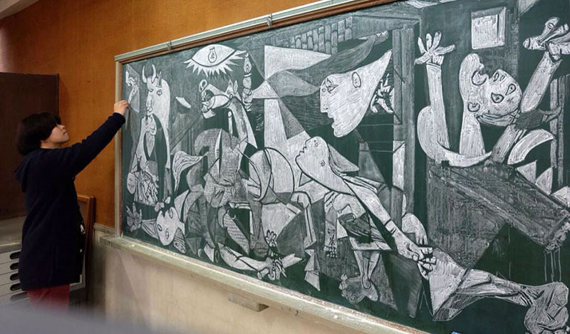 chalkboard drawings by hirotaka hamasaki 8 Teacher Delights Students With Incredible Chalkboard Drawings
