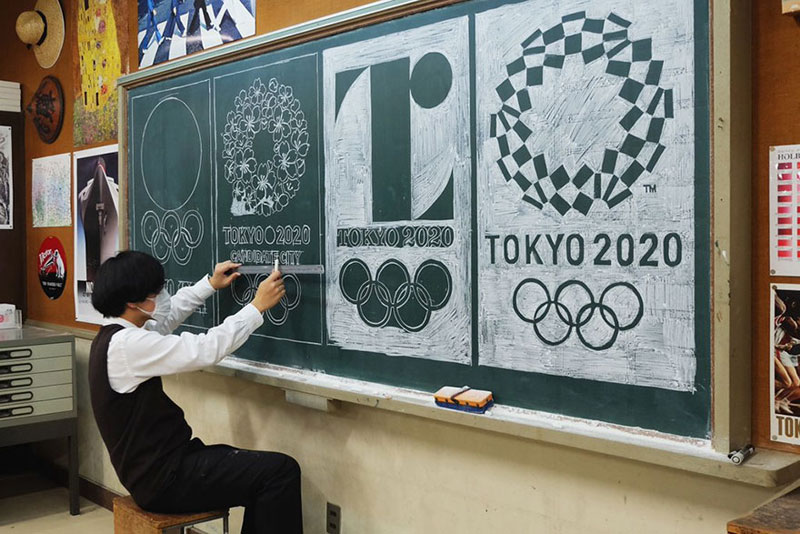 chalkboard drawings by hirotaka hamasaki 9 Teacher Delights Students With Incredible Chalkboard Drawings