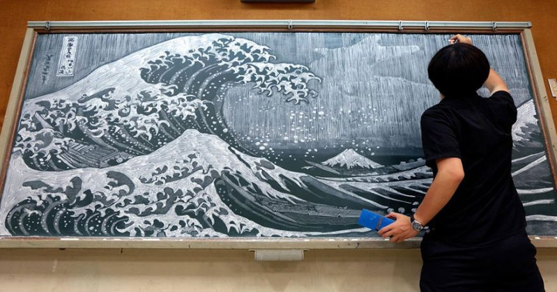 Teacher Delights Students With Incredible ChalkboardDrawings