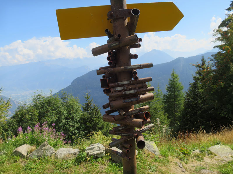 clever swiss direction sign is also a viewfinder for nearby mountains 1 Clever Swiss Direction Sign Doubles as Viewfinder for Nearby Mountains