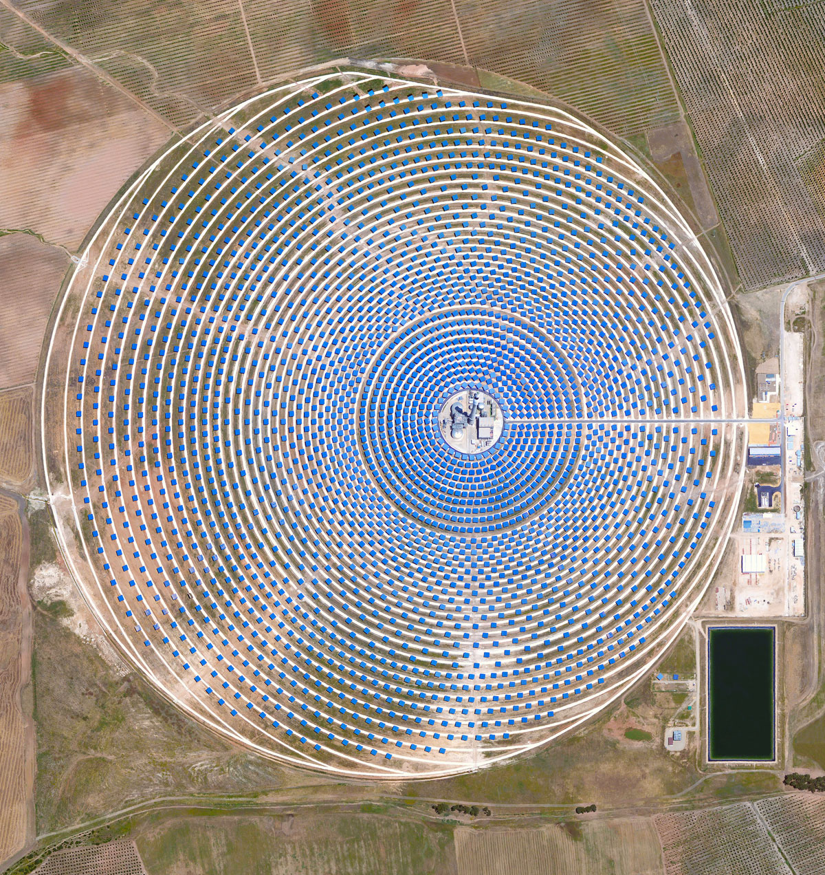 03 gemasolar thermosolar plant 15 High Res Photos That Will Give You a New Perspective on Earth