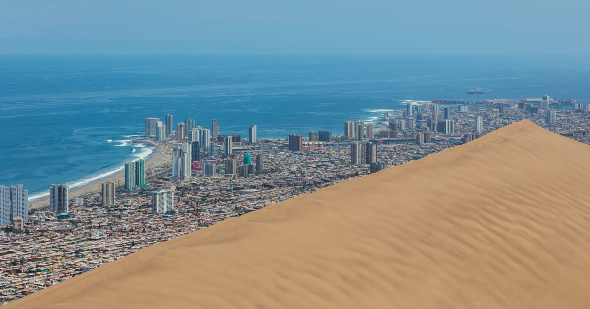 dragon dune iquique chile diego delso 1 Picture of the Day: The 20,000 Year Old Dragon Dune That Protects a City