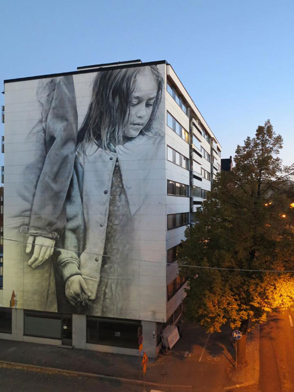 guido van helten street art 11 Colossal Humans by Guido Van Helten (12 Artworks)