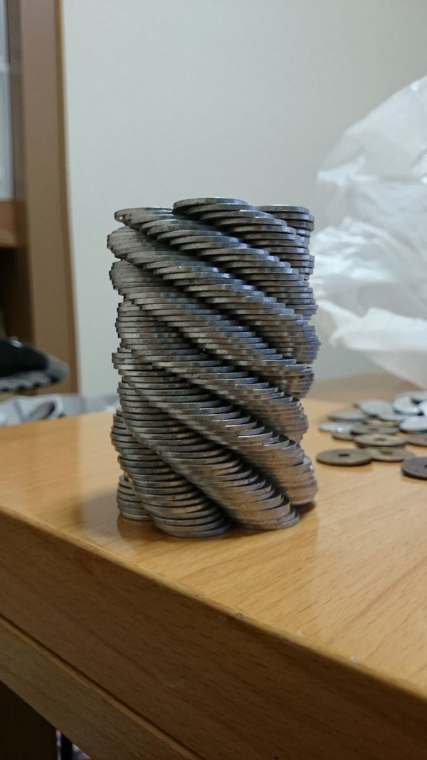 amazing coin stacking by thumb tani on twitter 19 Next Level Coin Stacking by @Thumb Tani