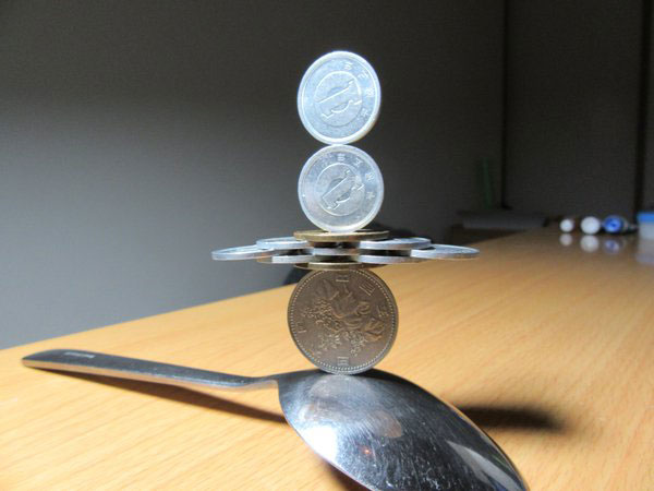 amazing coin stacking by thumb tani on twitter 8 Next Level Coin Stacking by @Thumb Tani