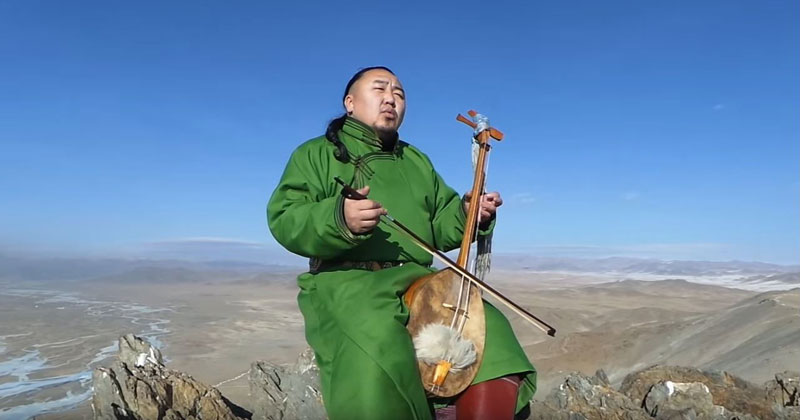 This Demonstration of Mongolian Throat Singing is Amazing