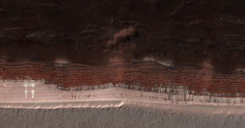 Picture of the Day: An Avalanche on Mars as It was Occurring