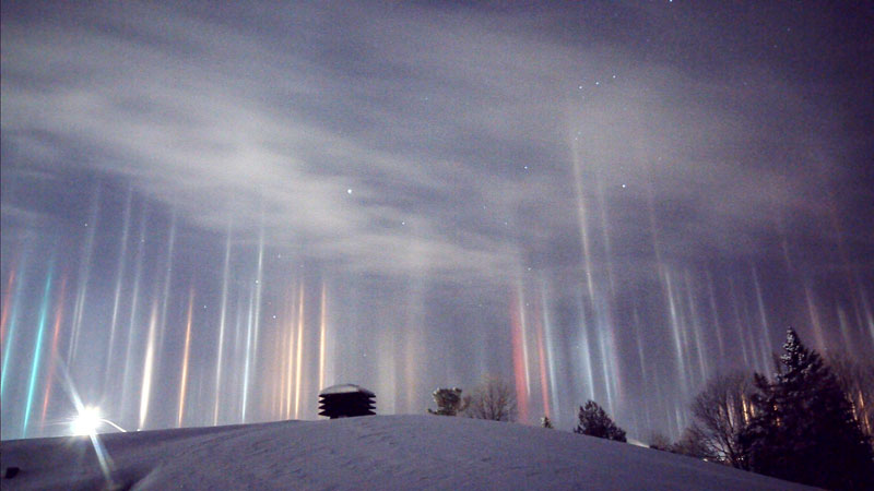 Picture of the Day: Amazing Light Pillars Sighted in Northern Ontario