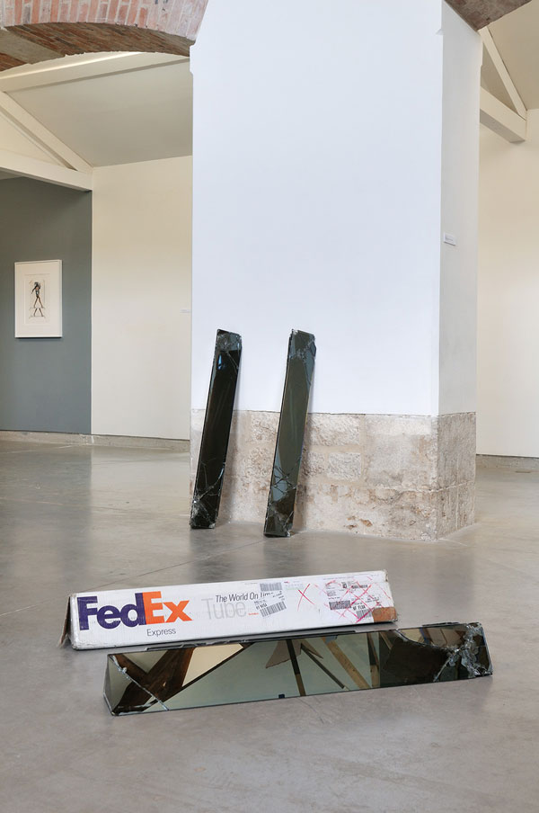 shipping glass boxes with fedex by walead beshty 5 This Guy Shipped Glass Boxes Inside FedEx Packages and Exhibited the Results