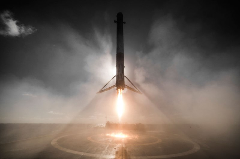 14 Amazing HQ Photos from SpaceX's Successful Launch andLanding