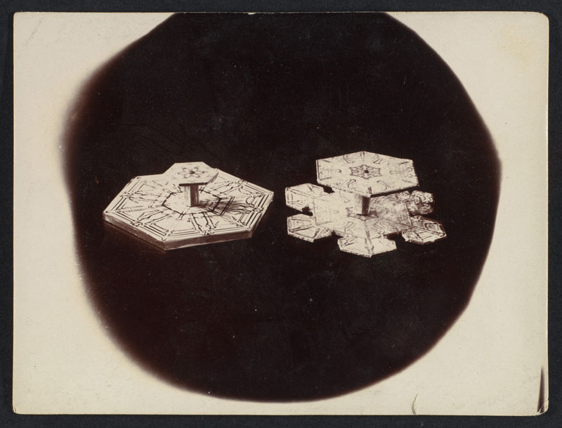 first ever photos of snowflakes by wilson alwyn bentley 10 In 1885 Wilson Bentley Took the First Ever Photographs of Snowflakes (23 Photos)
