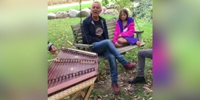Tears for Fears Does Live Duet With Guy Whose Dulcimer Version of their Song Went Viral