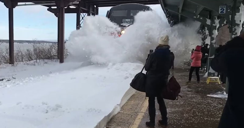 Crazy Footage of an Amtrak Train Colliding with a Track Full ofSnow