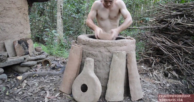 Guy Makes Clay Kiln and Pottery from a Termite Mound