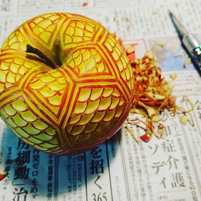 crazy patterns carved into fruits and vegetables by gaku 12 Guy Carves Crazy Patterns Into Fruits and Vegetables