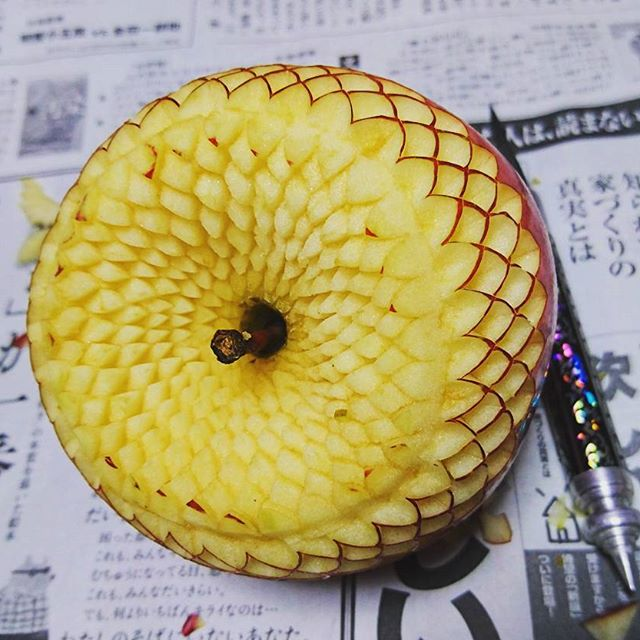 crazy patterns carved into fruits and vegetables by gaku 5 Guy Carves Crazy Patterns Into Fruits and Vegetables