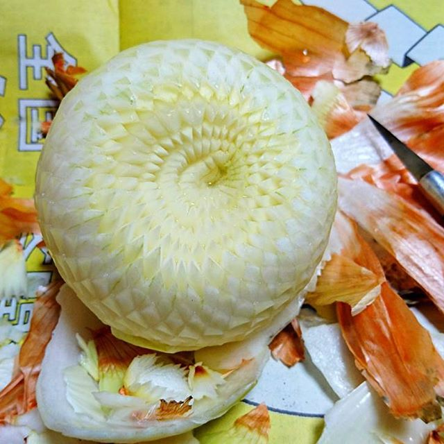 crazy patterns carved into fruits and vegetables by gaku 6 Guy Carves Crazy Patterns Into Fruits and Vegetables