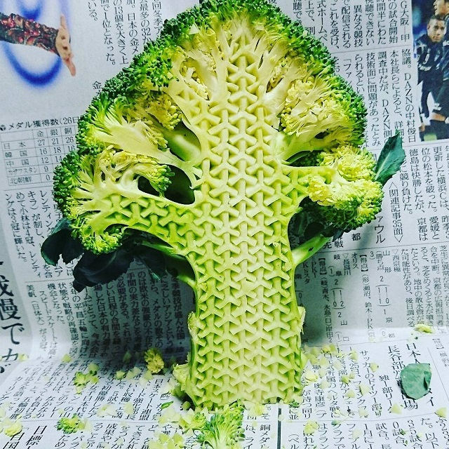 crazy patterns carved into fruits and vegetables by gaku 8 Guy Carves Crazy Patterns Into Fruits and Vegetables