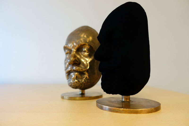 https://twistedsifter.files.wordpress.com/2017/03/vantablack-darkest-substance-ever-made-2.jpg?w=800&h=533